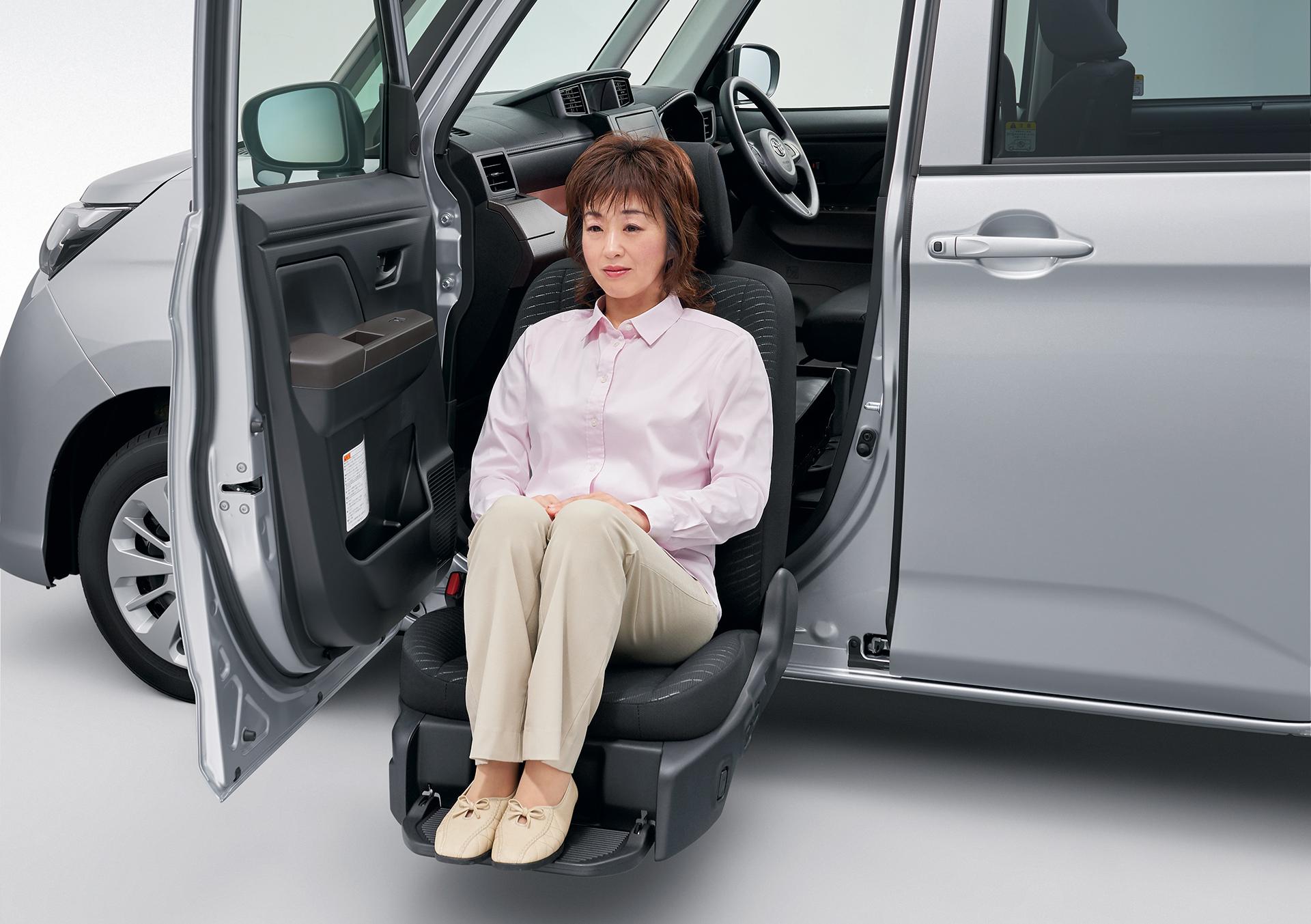 乗り降りがしんどければ迷わず選択! 高齢者の腰&膝に優しい「回転式シート」の便利さが衝撃的