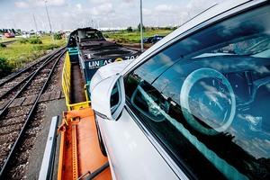 ボルボが新車輸送を鉄道主体に