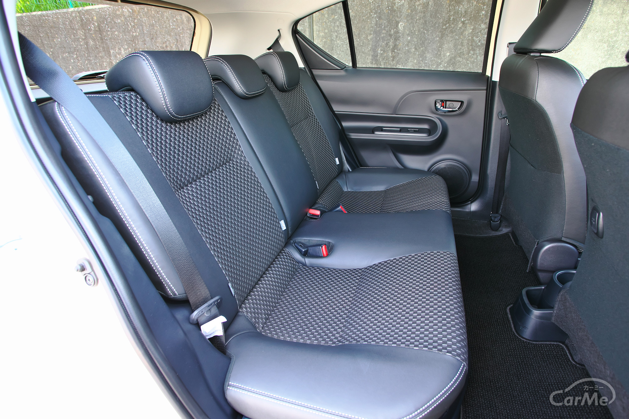 約48万円から...トヨタ アクアというハイブリッドコンパクトのベストセラーがオススメの中古車な理由と評価
