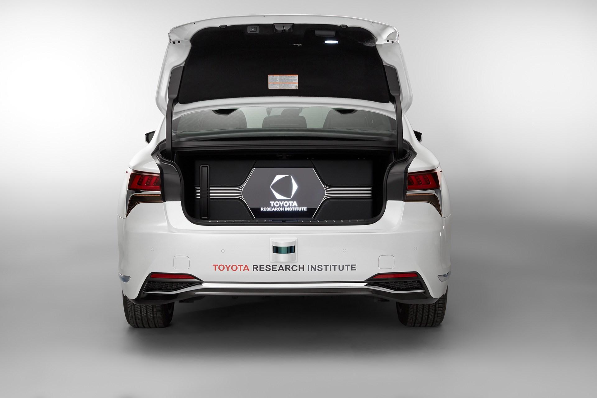 レクサス、7日にCESで最新の自動運転実験車両を公開