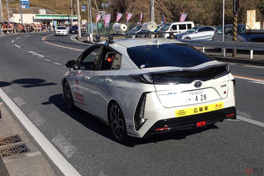 箱根駅伝で「白い派手なセンチュリーが走ってる!」とSNSでも話題 実はトヨタ社長の特注車