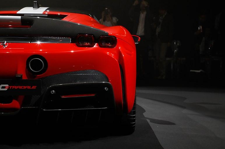 フェラーリ初のPHEV・SF90ストラダーレは量産モデル最強のスペックに次世代装備も満載