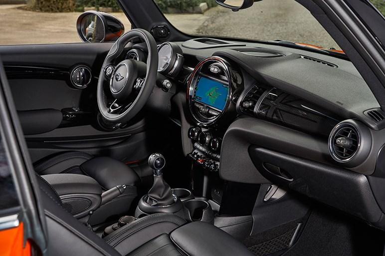 ミニ改良モデルに7速DCTを採用。乗り心地と動的レスポンスの向上に感心