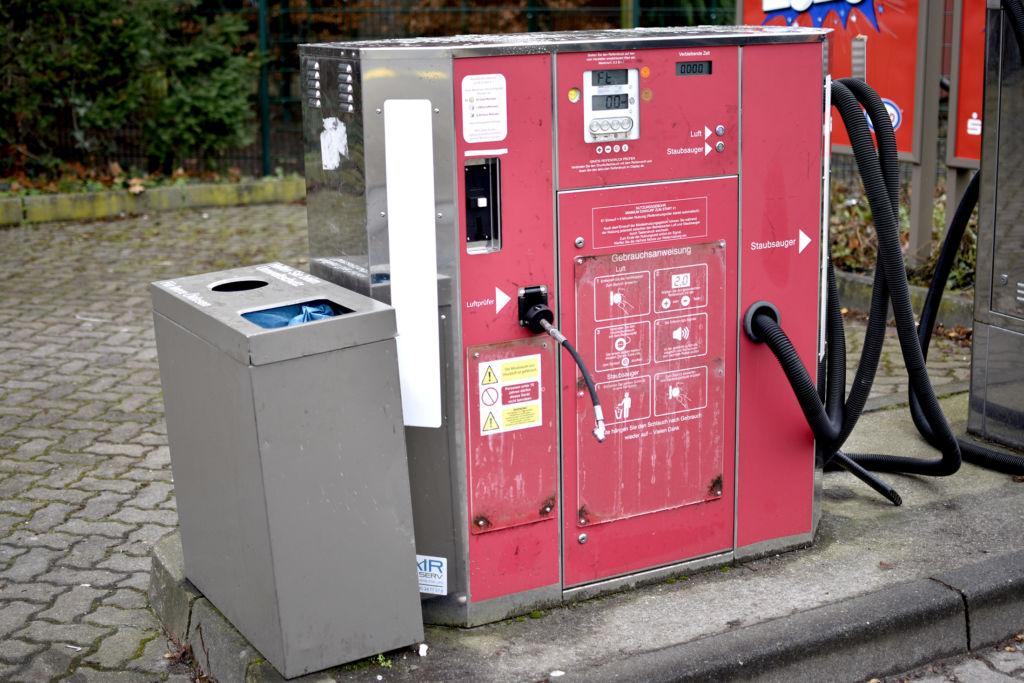 ドイツのガソリンスタンド活用術!ガソリンの入れ方や、タイヤの空気圧の調整ってどうやるの?
