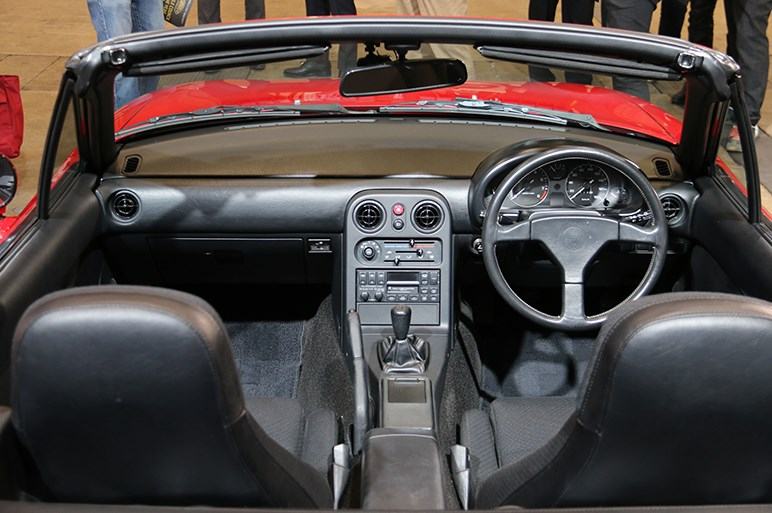 ロードスターの30周年を祝うマツダブースは歴代ロードスターの玉手箱状態