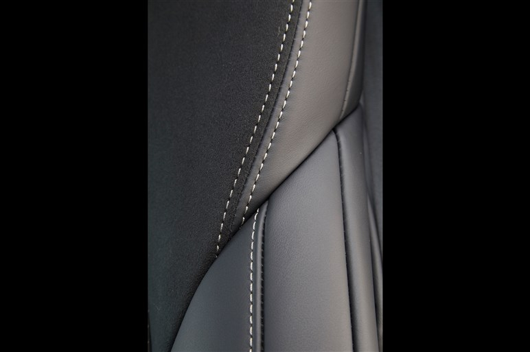 """レクサスの旗艦セダン・LSの""""スポーティ版""""が世界初公開"""
