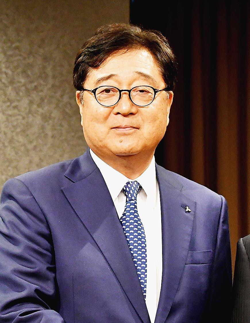 三菱自動車、益子会長が退任 16年間にわたり経営けん引