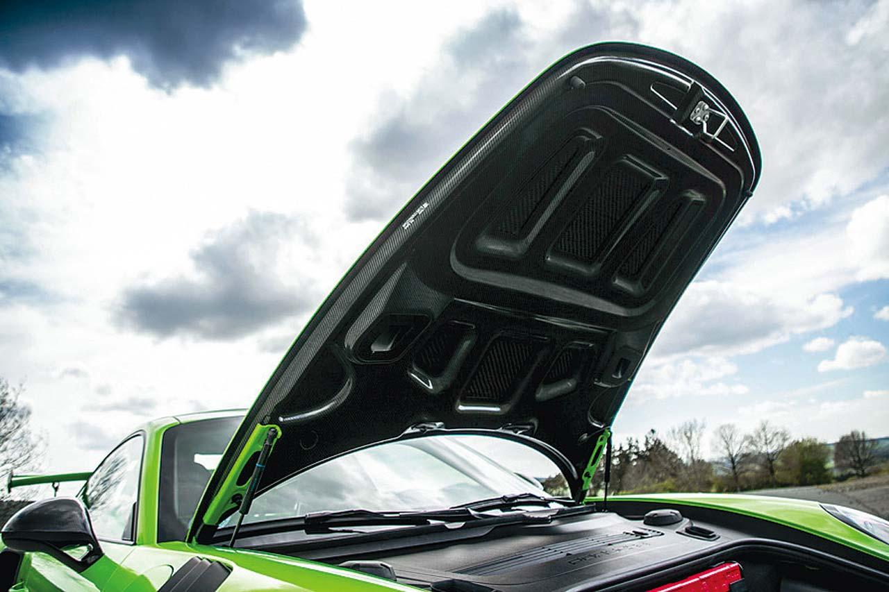 ポルシェ911 GT3 RSをニュルブルクリンクで試乗:前編。清水和夫が新コースでバトルを展開!【Playback GENROQ 2018】