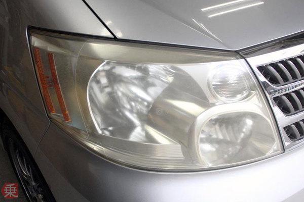 ヘッドライトの黄ばみ、なぜ発生 車検NGになることも 逆転発想の新対策も登場