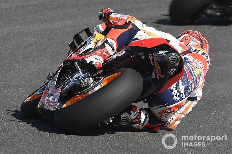 """【MotoGP】ホンダの弱点を隠す""""マルケスの肘""""……クラッチロー、王者の走りに脱帽"""
