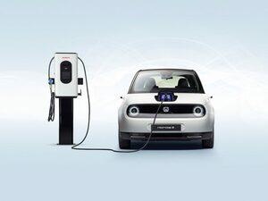 ホンダ、全長4m以下のEVコンパクト「ホンダ e」の量産仕様をドイツで公開。現地価格も発表!