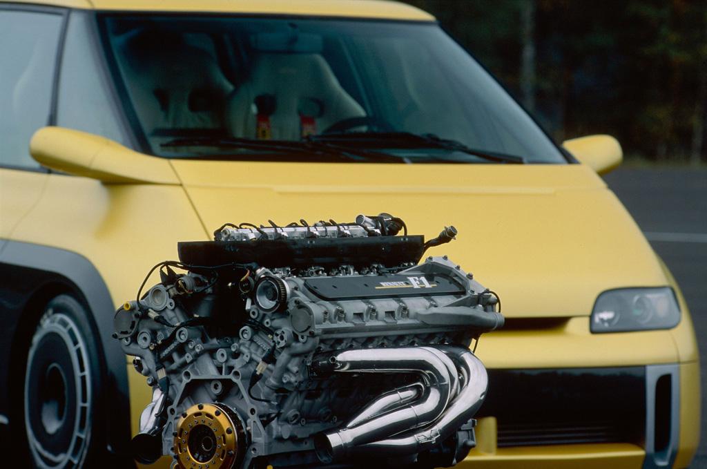 ホンモノのF1エンジンを後席の間に搭載! プロストもドライブした史上最強ミニバン「エスパスF1」の衝撃