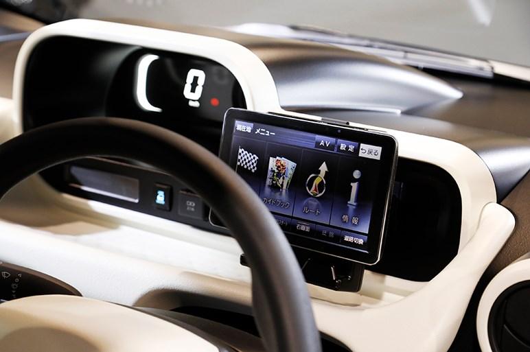 """トヨタが来年冬に発売する""""2人乗りお買い物EV""""は高齢化社会を見据えた新規格車だった"""