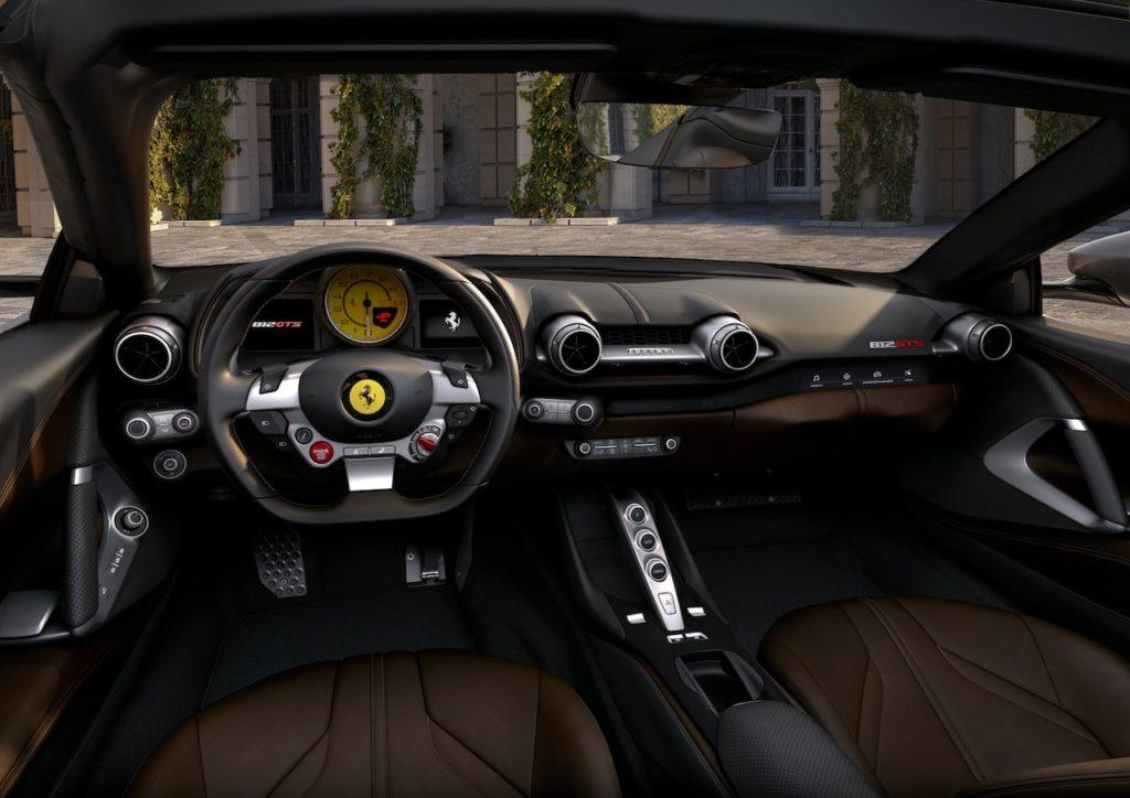 フェラーリ812 GTS 初公開! V12を搭載する800psのオープン2シーター【動画】