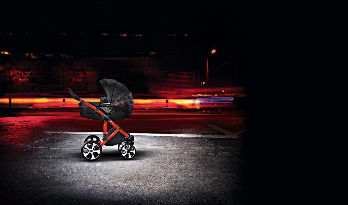 【サスペンションも装備】VW「GTI」をモチーフにしたベビーカーが27万円で発売!