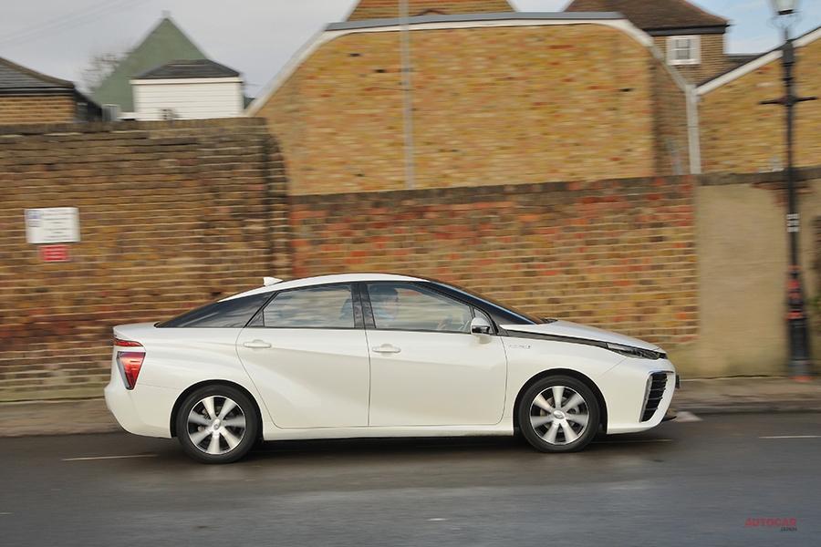 長期テスト トヨタ・ミライ(4) EVの魅力を深める燃料電池 シートは難