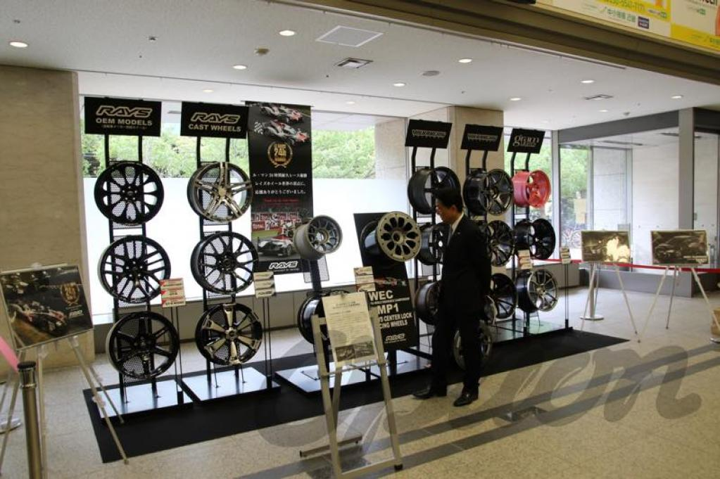 RAYSホイールの世界での活躍に東大阪市長が賞詞を贈呈