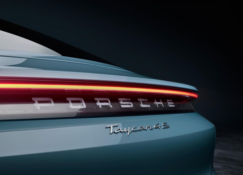ポルシェのピュアEV「タイカン」にエントリーモデル「タイカン4S」が追加! 463kmの最大航続距離、4.0秒の0-100km/h加速を実現