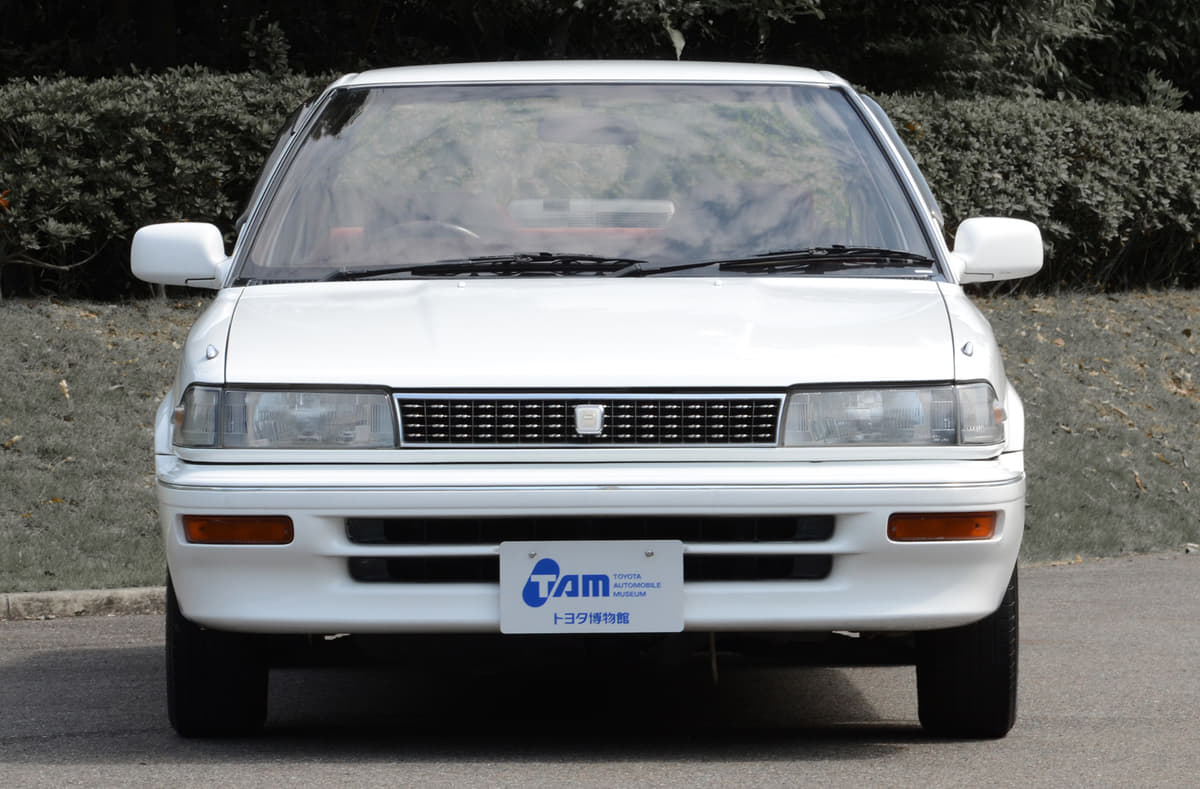 日本の大衆車「トヨタ・カローラ」 前輪駆動で大ヒットした5~8代目を振り返る