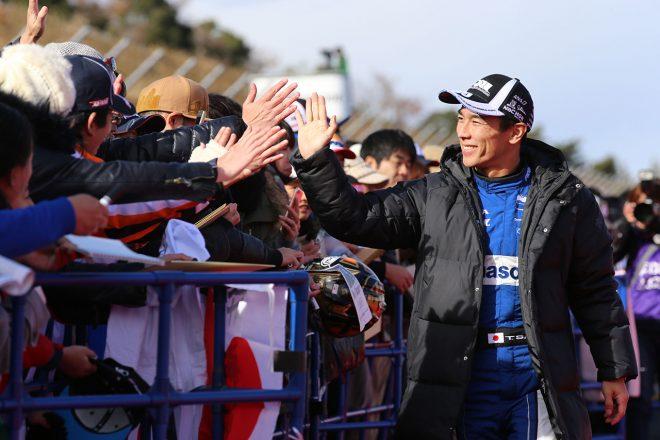2018年のホンダサンクスデイでも大活躍の琢磨。元チームメイトのバトンとランデブー走行も披露