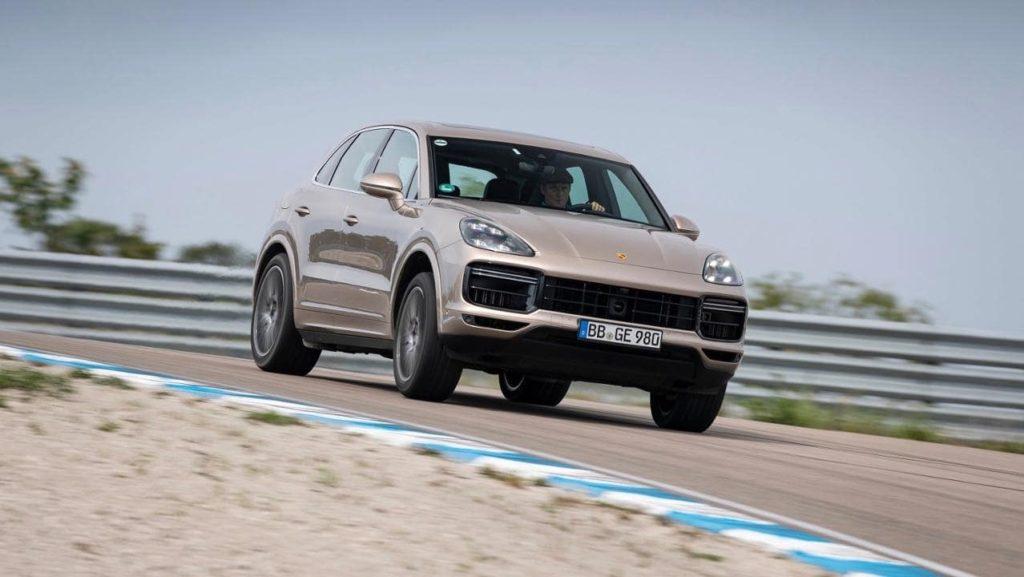 680psを誇る「ポルシェ カイエン ターボ S E-ハイブリッド」がスウェーデンのサーキットで記録樹立!