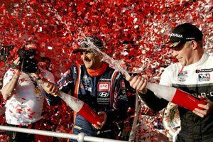 新生WTCR開幕、56歳の老兵タルキーニが3戦2勝で歴史に名を刻む初代勝者に