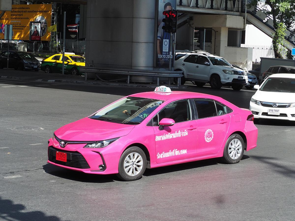 日本にも導入希望! タイに溢れる新型トヨタ・カローラのタクシー用グレードとは