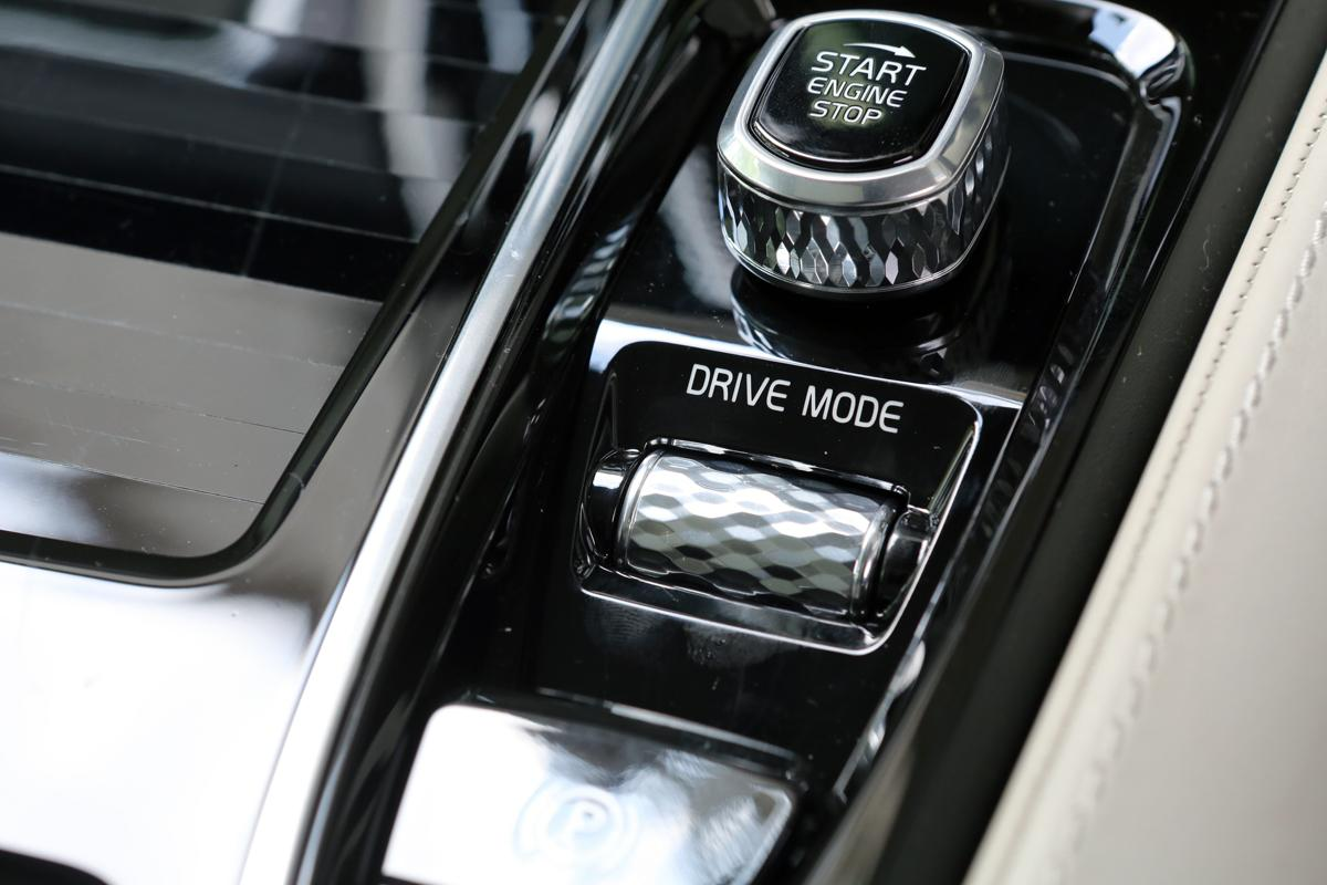【試乗】ボルボファン待望! V70の正統な後継車V60のPHEVは死角なし