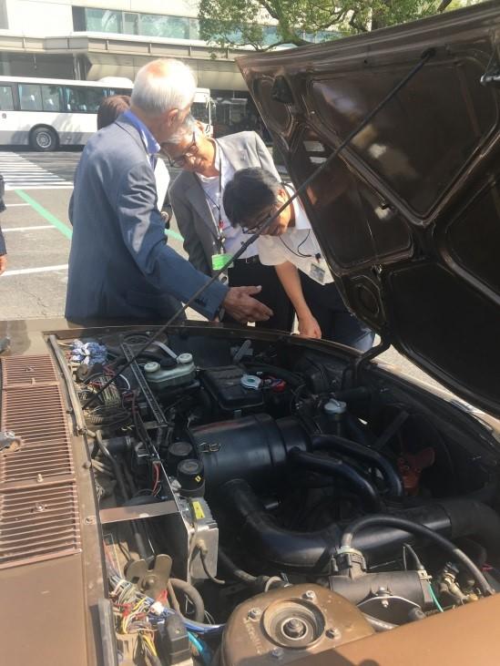 NSUの1967年型「Ro 80」でユーラシア大陸を横断し広島を訪れたドイツ人老夫婦の〝ロータリーエンジン〟巡礼の旅