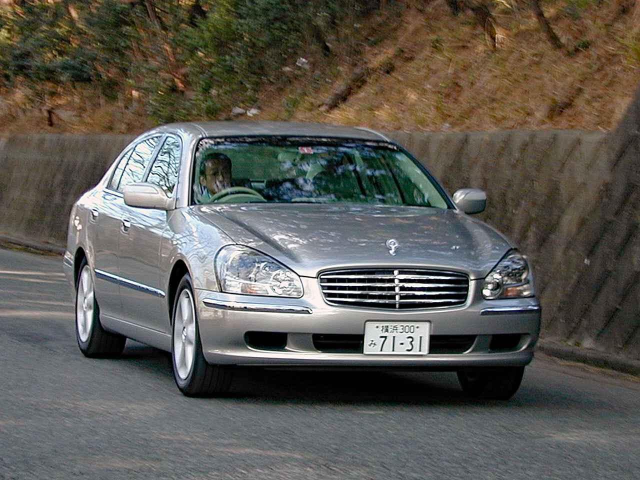 【懐かしの国産車05】4代目にフルチェンジした日産シーマは「シーマ現象」の再来を目指した