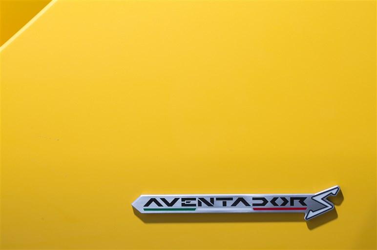 740ps&4WSを採用した「アヴェンタドール S クーペ」に海外試乗