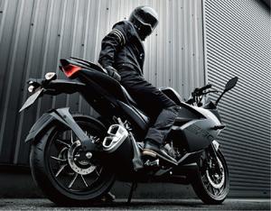 初心者でも扱いやすいパワーと性能が魅力のスズキのスポーツバイク「ジクサーSF250/ジクサー250」