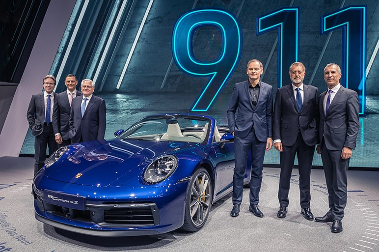 ポルシェ、911カブリオレやケイマン/マカンの新グレードなど公開