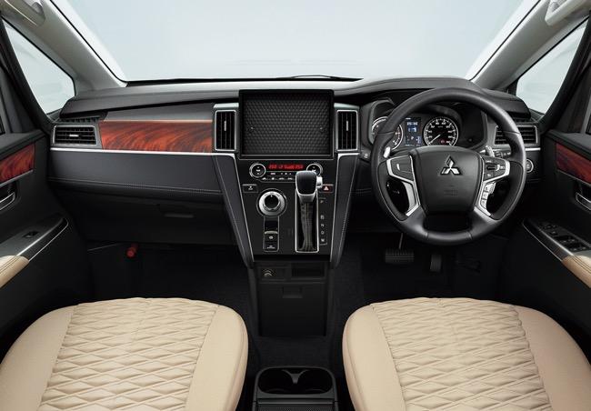 三菱自動車、デリカD:5を一部改良。予防安全技術の追加と、新グレードを設定