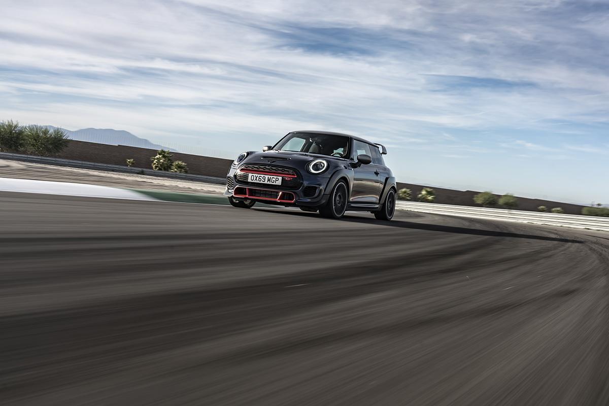 歴代最強の306馬力! 世界限定3000台の「MINI John Cooper Works GP」登場