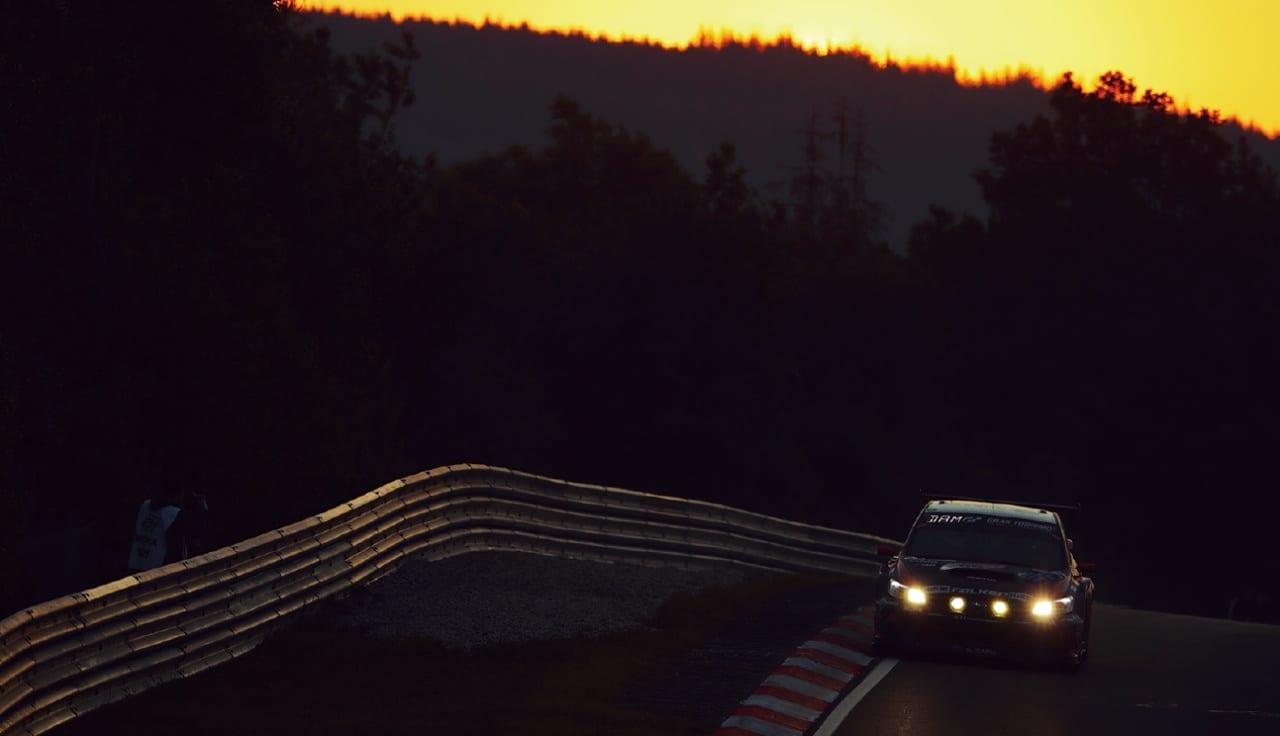 スバルがちょっとだけ気になるアナタにこっそり教えます! レヴォーグでの参戦予定はある? 参戦マシンのWRX STIのお値段ってどれくらい?|ニュルブルクリンク24時間耐久レース