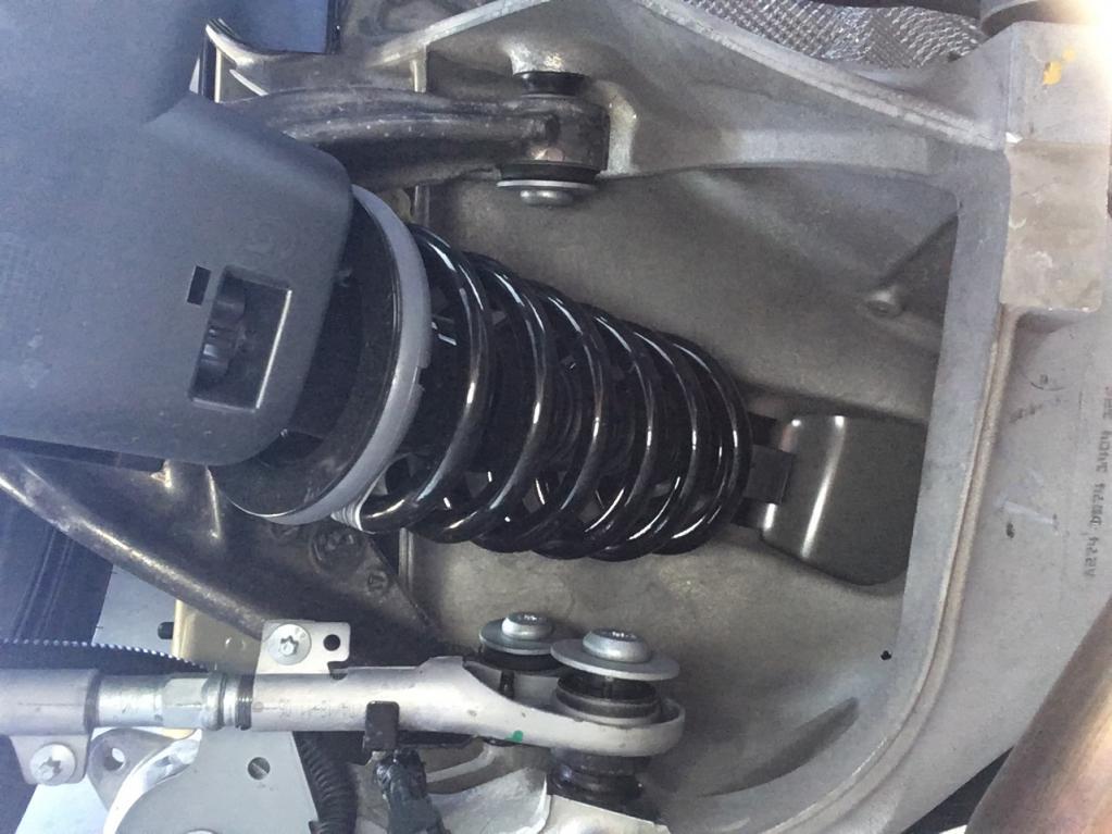 DS7クロスバックのゆるやかでやさしい乗り心地に感心 2.0ℓディーゼルと1.6ℓガソリンターボ 乗り味の違いは?