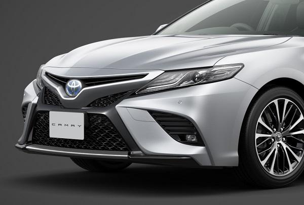 トヨタ「カムリ」に新グレード「WS」を設定 一部改良でインテリジェントクリアランスソナー標準装備