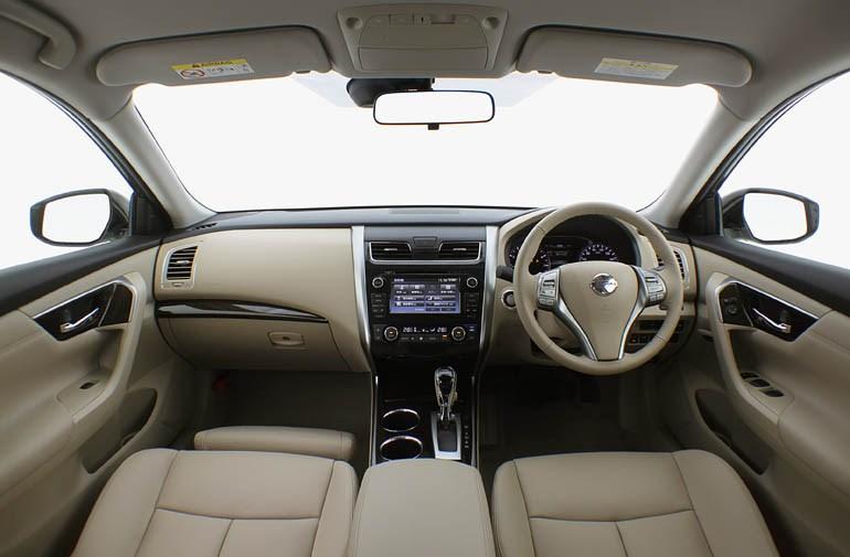 光岡自動車、「Galue」を仕様変更、全グレードに自動ブレーキを標準装備