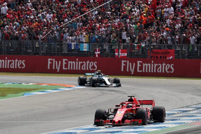 メルセデスF1、フェラーリのパワー向上に困惑。「ストレートで0.5秒速い」とウォルフ