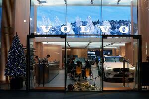 ボルボの世界観をVR体験やカフェ&バーで体感! 北欧そのもののボルボ・スタジオ・青山