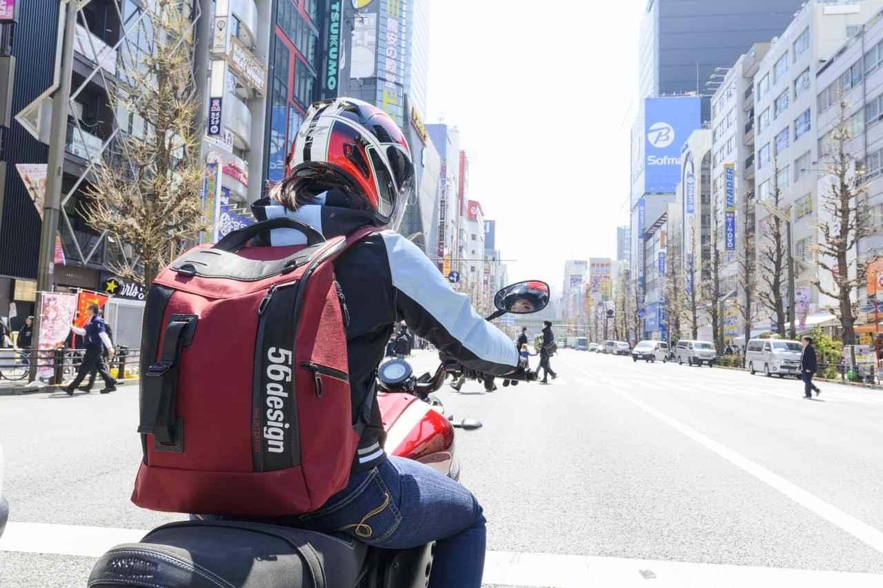 バイクに乗るときは、やっぱりリュックが好き♡(梅本まどか)