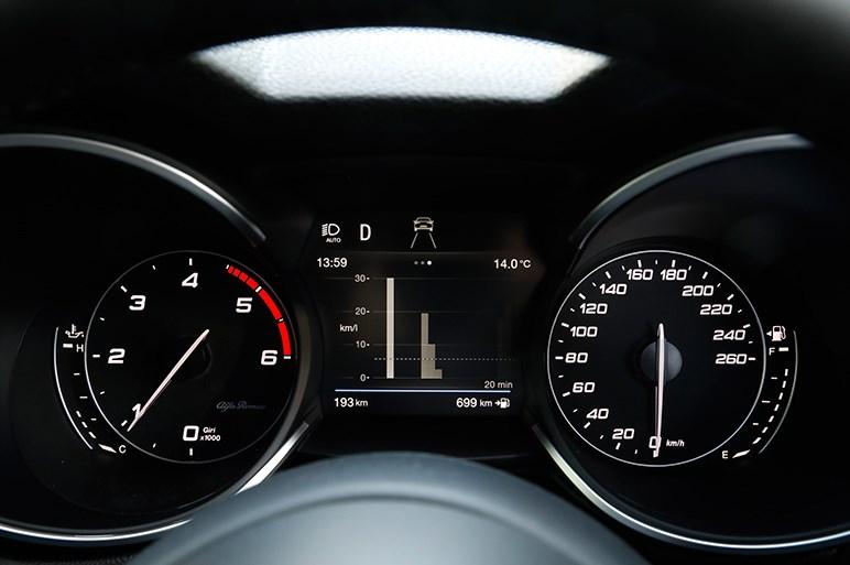 アルファロメオのステルヴィオ ディーゼルはガソリン車にない新鮮なスポーティさをもつSUV