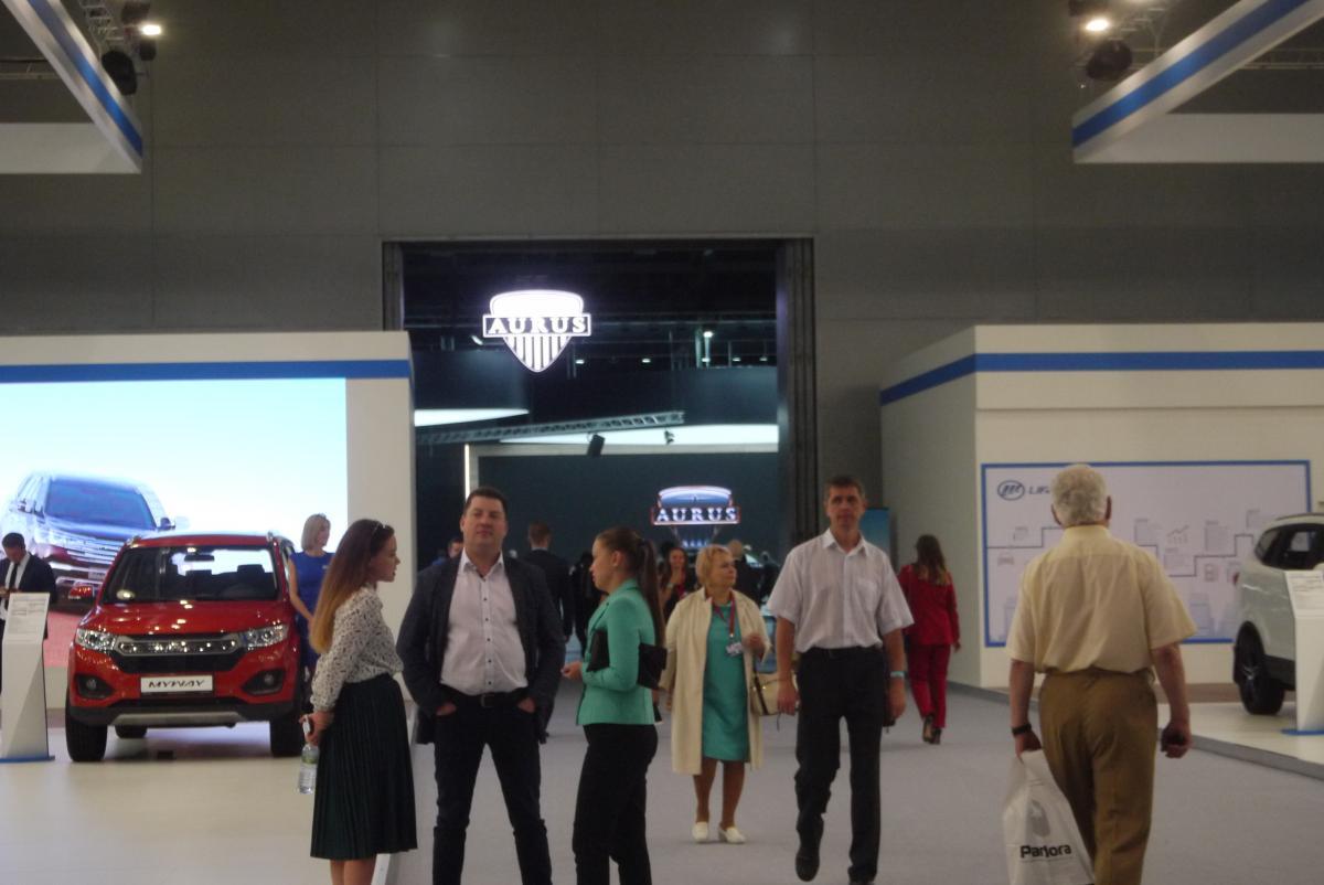 海外メーカーがほぼ出ないモスクワショーで注目を集めたプーチン大統領専用車の正体とは?