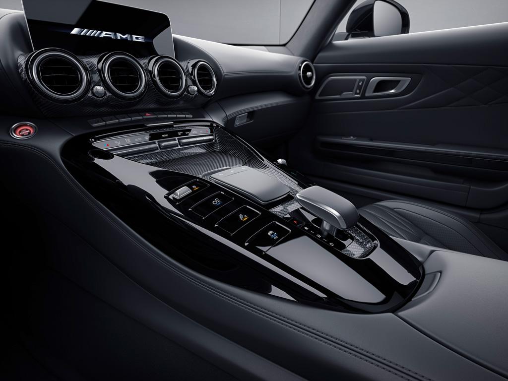 新たに「ナイト・エディション」も設定! 熟成が進む「メルセデスAMG GT」