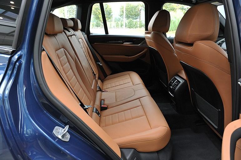 運転支援充実の新型X3を発売。初期導入は2.0Lのディーゼル&ガソリンから