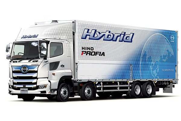 日野自動車、進路上の勾配を先読みし燃費を向上させた大型ハイブリッドトラックを2019年夏発売