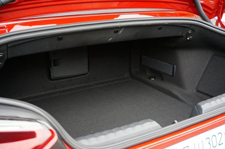 兄弟分の新型スープラに乗ったときの印象を思い出しながら新型Z4に乗ってみた