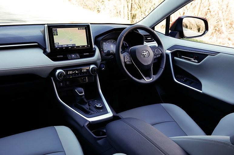 ベーシック~超マニアックまで多彩な駆動系を揃えた新型トヨタRAV4はどれを選べばいいのか?