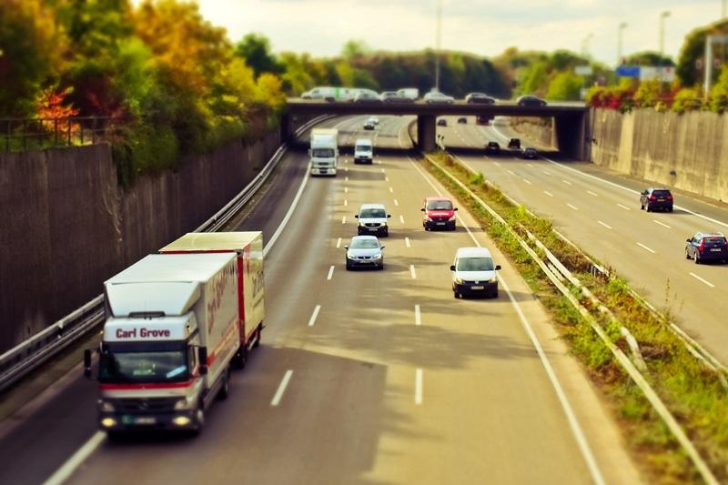 左車線から追い越し…これって違反?
